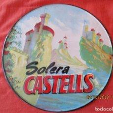 Carteles: SOLERA CASTELLS.- 23 CM.- CHAPA LITOGRAFIADA Y TROQUELADA. G. DE ANDREIS BADALONA. AÑO 1963.. Lote 179341611