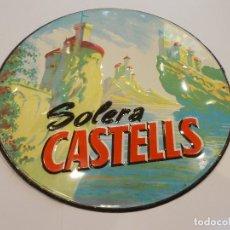 Carteles: SOLERA CASTELLS PLACA METÁLICA PUBLICITARIA / DIÁMETRO 23 CMS (G). Lote 179403382