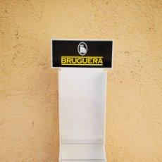 Carteles: EXPOSITOR BRUGUERA DE PLASTICO. Lote 179521136