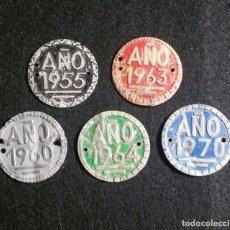 Carteles: LOTE 5 PLACA MATRÍCULA ARBITRIO DE RODAJE MUNICIPAL. BICICLETAS, VELOCÍPEDOS, CARROS, ETC, AÑO 1965.. Lote 185962818