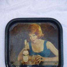 Carteles: BANDEJA CON PUBLICIDAD WHISKY GRANT'S. METALICA.MADE IN ENGLAND..AÑOS 60 REGINALD CORFIELD.. Lote 191399333