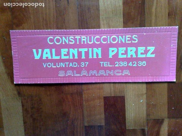 CARTEL CONSTRUCCIONES VALETIN PEREZ,SALAMANCA (49CM. X 16,2CM.) (Coleccionismo - Carteles y Chapas Esmaltadas y Litografiadas)