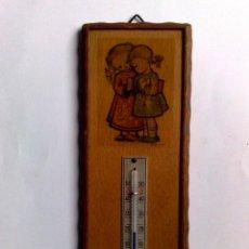 Carteles: ANTIGUO TERMÓMETRO SOBRE PLAFÓN DE MADERA (17,5CM. X 6,5CM.) DESCRIPCIÓN. Lote 194223558
