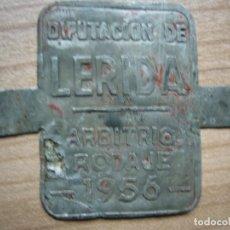 Carteles: CHAPA PLACA ARBITRIO DE RODAJE LÉRIDA 1956. Lote 194605286