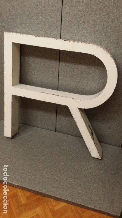 Carteles: Letra R metálica de gran tamaño 70x70x10cmde .Vintage Años 80. - Foto 2 - 194896158