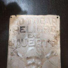 Carteles: ANTIGUA XAPA DE ZINC DE FECSA, LA QUE SE PONIA EN LOS ANTIGUOS PALOS DE LUZ DE MADERA AÑOS 30/40. Lote 195240431