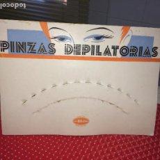 Carteles: CARTEL EXPOSITOR DISPLAY - PINZAS DEPILATORIAS BOJ - AÑOS 50/60 -MEDIDAS; 26 X 18 CMS. - SIN PINZAS. Lote 197067455