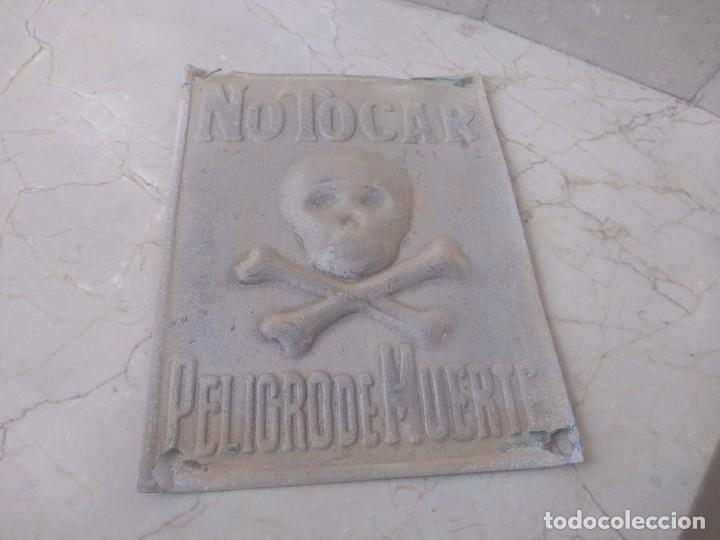 ANTIGUA PLACA AUTENTICA PELIGRO DE MUERTE RIESGO ELECTRICO (Coleccionismo - Carteles y Chapas Esmaltadas y Litografiadas)