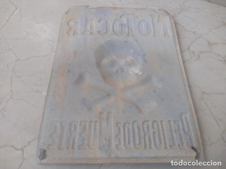 Carteles: Antigua placa autentica peligro de muerte riesgo electrico - Foto 2 - 199701870