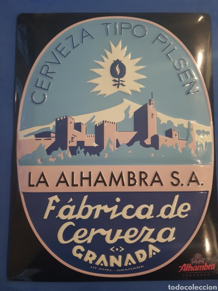 CARTEL CHAPA METALICA EN RELIEVE ,CERVEZA LA ALAMBRA .,AÑOS 1990 (Coleccionismo - Carteles y Chapas Esmaltadas y Litografiadas)