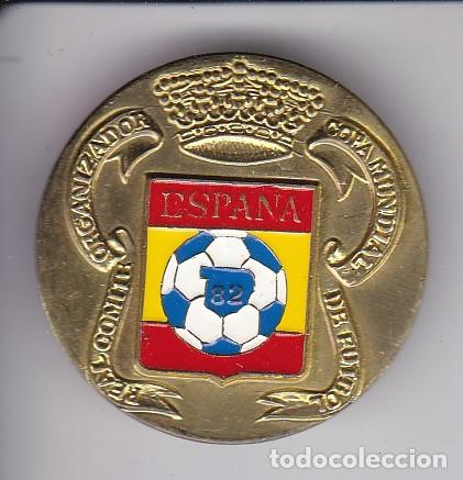 CHAPA DEL COMITE COPA MUNDIAL FUTBOL ESPAÑA 1982 - ESCUDO - CHAPA METALICA DIAMETRO 3 CM (Coleccionismo - Carteles y Chapas Esmaltadas y Litografiadas)