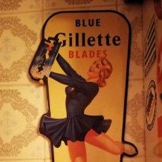 Cartazes: CHAPA METALICA LATON - PUBLICIDAD BLUE GILLETTE - HOJAS DE AFEITAR / PATINAJE HIELO - 50X20 CM. Lote 209999101