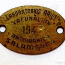 Carteles: CHAPA VACUNACIÓN ANTIRRABICA,AÑO 1948,LABORATORIOS ARIES DE SALAMANCA.. Lote 215105473