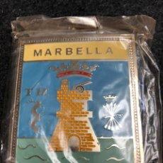 Carteles: ESCUDO AÑOS 70 MARBELLA DE METAL PARA COCHES PLACA CHAPA INSIGNEA ESMALTADA. Lote 215430017