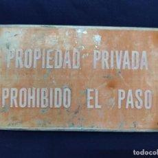 Cartazes: ANTIGUA CHAPA PROPIEDAD PRIVADA PROHIBIDO EL PASO. Lote 225277460