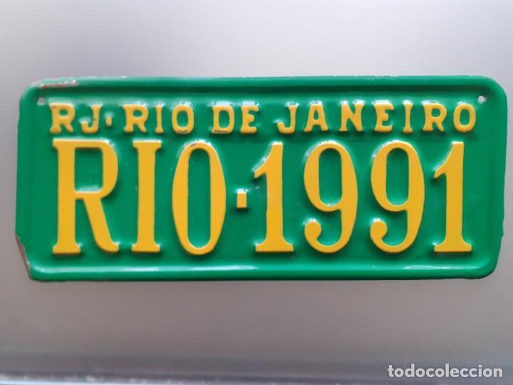 PLACA DE MATRÍCULA RJ - RIO DE JANEIRO RIO-1991 31X13 CMS (Coleccionismo - Carteles y Chapas Esmaltadas y Litografiadas)