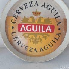 Carteles: BANDEJA VINTAGE, CERVEZA AGUILA, 33 CMS DE DIAMETRO , METALICA, BUEN ESTADO. Lote 233104885