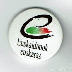 Carteles: EUSKALDUNOK EUSKARA -CHAPA. Lote 240266165