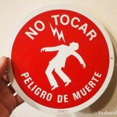 Affissi: CARTEL METAL CHAPA COLECCION NO TOCAR PELIGRO DE MUERTE CLATU UNESA AÑO 1989. Lote 243214890