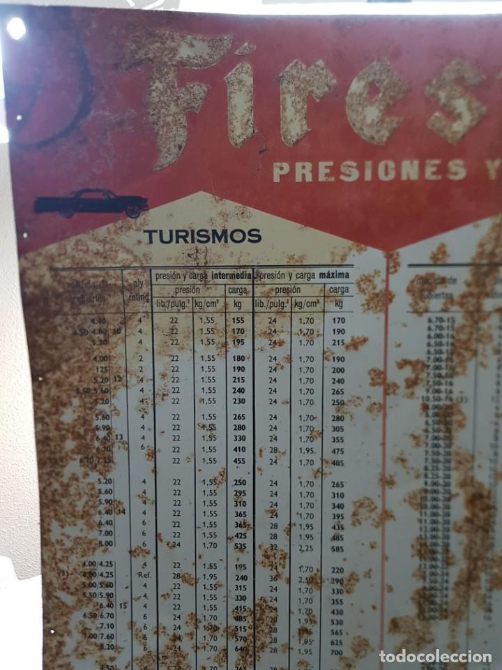 Carteles: Cartel Chapa Firestone -Presiones y Cargas Turismos, Camiones y Motos totalmente original de época - Foto 4 - 249199915