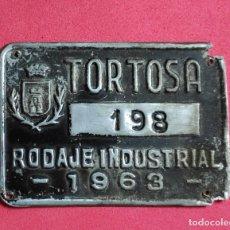 Carteles: ANTIGUA PLACA CHAPA MATRICULA AGRICOLA, DE CARRO TORTOSA 1963 TARRAGONA. Lote 251883910