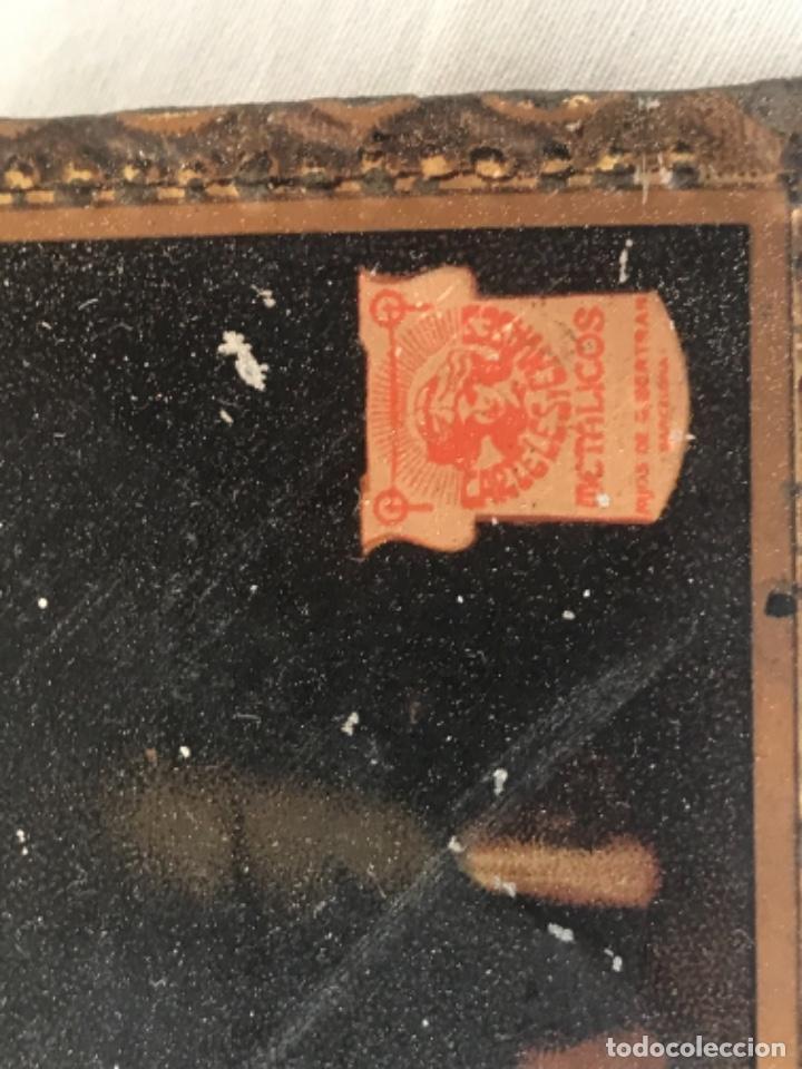 Carteles: ANTIGUA CHAPA PUBLICITARIA TROQUELADA - CARTELES Y ENVASES METÁLICOS HIJOS DE G. BERTRAN- 1924. - Foto 4 - 253428245