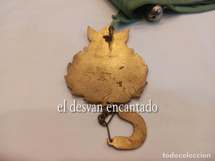 Carteles: Curiosa chapa satírica anti-monarquía. Con cinta para colgar y cascabel. Muy rara - Foto 3 - 254532730