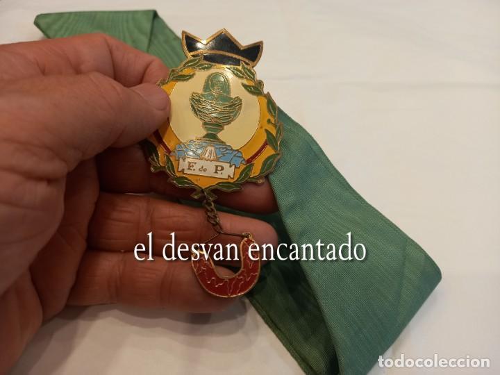 Carteles: Curiosa chapa satírica anti-monarquía. Con cinta para colgar y cascabel. Muy rara - Foto 4 - 254532730