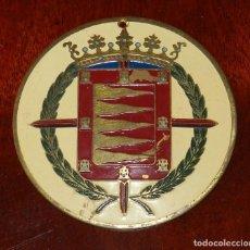 Carteles: PLACA ESMALTADA DE VALLADOLID, EPOCA DE FRANCO CON LAUREADA, MIDE 6,5 CMS. DE DIAMETRO, MUY BONITA.. Lote 255608430