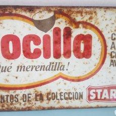 Carteles: CARTEL METÁLICO DE CREMA AL CACAO CON AVELLANAS NOCILLA.. Lote 261890540