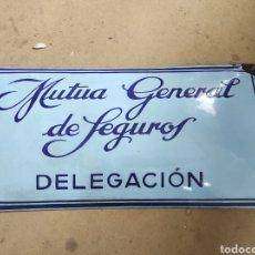 Carteles: ANTIGUO CARTEL CHAPA ABOMBADA, MUTUA GENERAL DE SEGUROS. DELEGACIÓN. 59X29CM. Lote 266115708