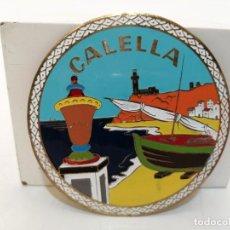 Carteles: PLACA METAL LATON ESMALTADO, AÑOS 60, PARA COCHES, CALELLA, (7,5 CM DIAMETRO). Lote 266120923