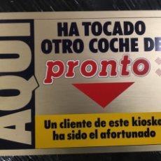 Carteles: PLACA PUBLICIDAD REVISTA PRONTO DE REGALO DE COCHE MUY CURIOSA. Lote 266879424