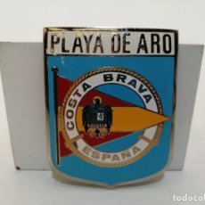 Carteles: PLACA METAL LATON ESMALTADO, AÑOS 60, PARA COCHES, PLAYA DE ARO, (7,5X6). Lote 267630849