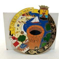 Carteles: PLACA METAL LATON ESMALTADO, AÑOS 60, PARA COCHES, TOSSA DE MAR, (9X8). Lote 267631149