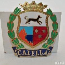 Carteles: PLACA METAL LATON ESMALTADO, AÑOS 60, PARA COCHES, CALELLA, (9X8). Lote 267632369