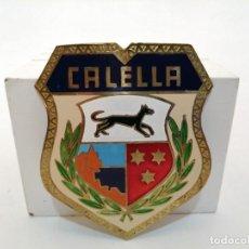 Carteles: PLACA METAL LATON ESMALTADO, AÑOS 60, PARA COCHES, CALELLA, (8,5X7). Lote 267634694
