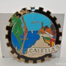 Carteles: PLACA METAL LATON ESMALTADO, AÑOS 60, PARA COCHES, CALELLA, (8 CM DIAMETRO). Lote 267635049