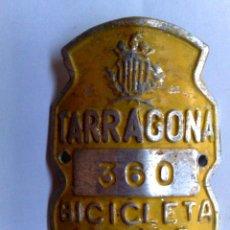 Carteles: CHAPA MATRICULA RODAJE DE BICICLETA Nº360 DE TARRAGONA,AÑO 1971 (5,5CM. X 4CM.). Lote 272051723