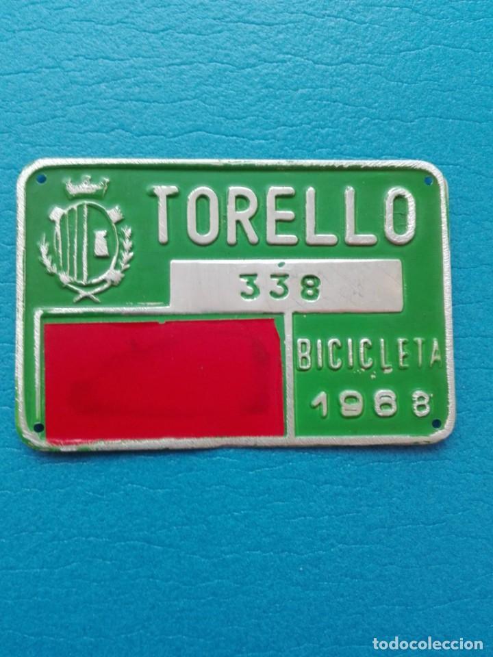 ANTIGUA MATRICULA DE BICICLETA - TORELLO - 338 - AÑO 1968 (Coleccionismo - Carteles y Chapas Esmaltadas y Litografiadas)
