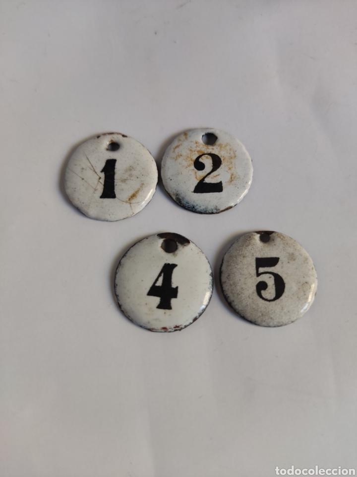 4 CHAPAS ANTIGUAS NUMERADAS HIERRO ESMALTADO 1, 2, 4, Y 5 (Coleccionismo - Carteles y Chapas Esmaltadas y Litografiadas)