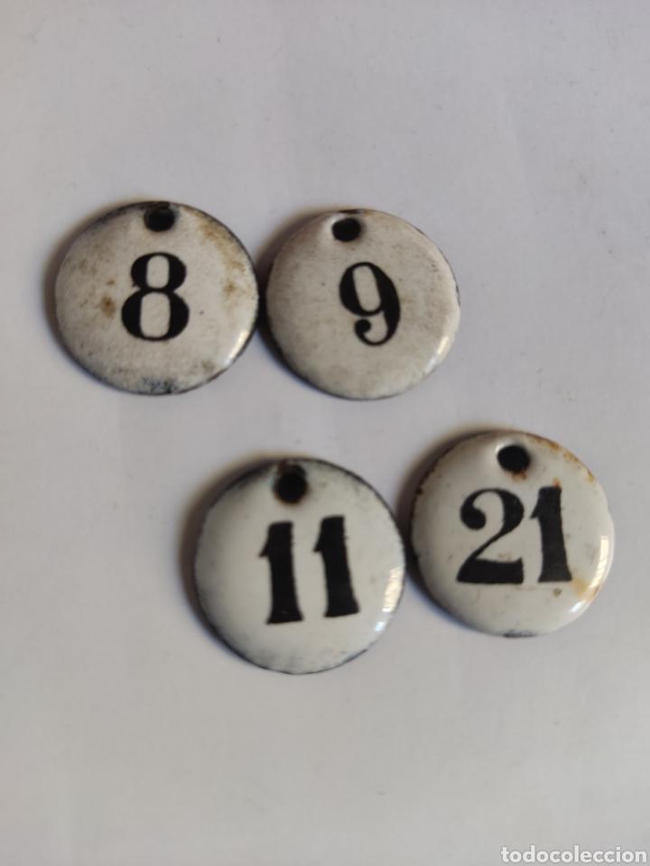 4 CHAPAS ANTIGUAS NUMERADAS HIERRO ESMALTADO 8, 9, 11 Y 21 (Coleccionismo - Carteles y Chapas Esmaltadas y Litografiadas)