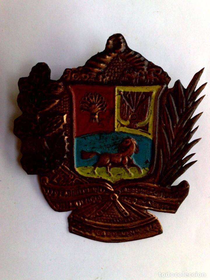 CHAPA REPÚBLICA DE VENEZUELA (7,5CM. X 6,5CM.) (Coleccionismo - Carteles y Chapas Esmaltadas y Litografiadas)