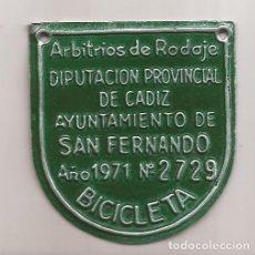 Carteles: AMG-1165 CHAPA BICICLETA AYUNTAMIENTO DE SAN FERNANDO 1971. Lote 292395318