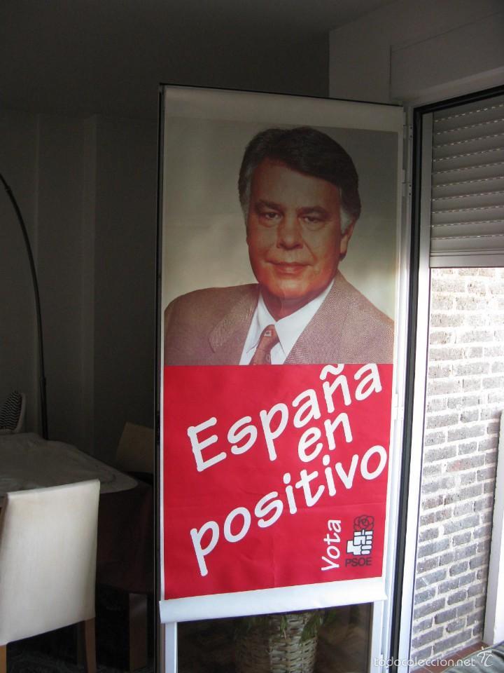CARTELÓN EN PLÁSTICO 80 X 174 CM. VOTA PSOE. ESPAÑA EN POSITIVO. ELECCIONES 1996. (Coleccionismo - Carteles gran Formato - Carteles Políticos)
