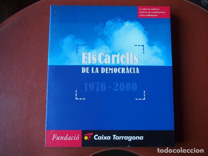 EL CARTELLS DE LA DEMOCRÀCIA - 1976 - 2000 CATÁLOGO FONDO CARTELES POLÍTICOS - TEXTO BILINGÜE (Coleccionismo - Carteles gran Formato - Carteles Políticos)