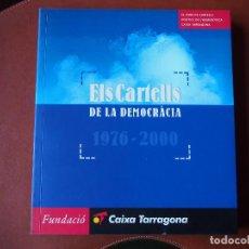 Carteles Políticos: EL CARTELLS DE LA DEMOCRÀCIA - 1976 - 2000 CATÁLOGO FONDO CARTELES POLÍTICOS - TEXTO BILINGÜE . Lote 76671387