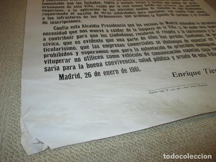 Carteles Políticos: Bando del Alcalde de Madrid Enrique Tierno Galván, auténtico 63x100 la suciedad de las fachadas 1981 - Foto 2 - 79949777