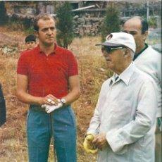Carteles Políticos: PÓSTER DE FRANCO Y JUAN CARLOS DE BORBÓN JUGANDO AL GOLF. 1972. Lote 94189270