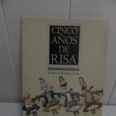 Carteles Políticos: CINCO AÑOS DE RISA. 1990-1995 LO MEJOR DE RICARDO Y NACHO- CARPETA Y 25 LA MINAS.. Lote 105058379